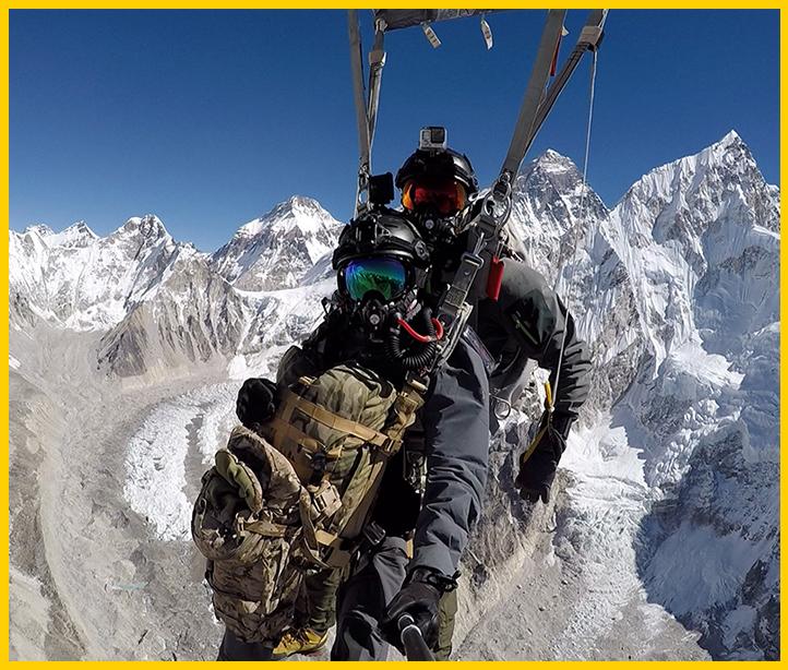 روایت ثبت رکورد سقوط آزاد نظامی بر فراز بام جهان، قله اورست